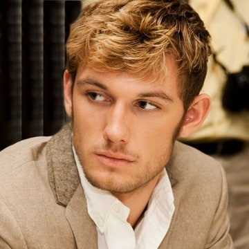 Alex Pettyfer as Lorcan